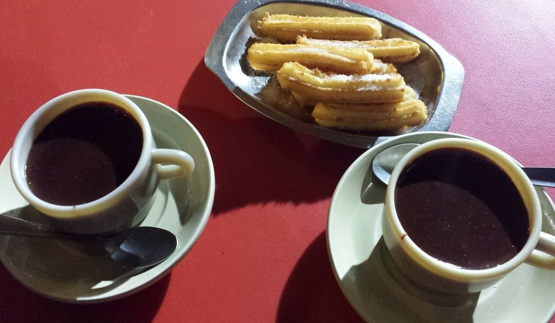 vasos de chocolate y churros